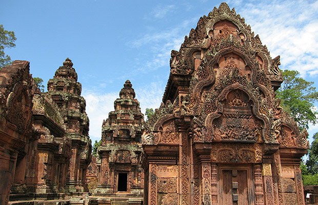 Angkor Wat and Banteay Srey Temple Discovery Tour